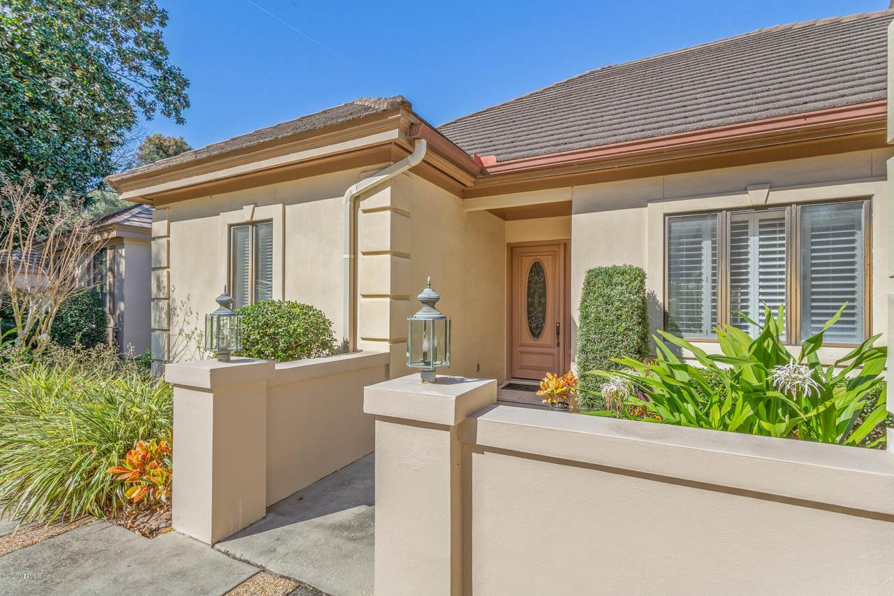 1850 Colwood Ct - Photo 1
