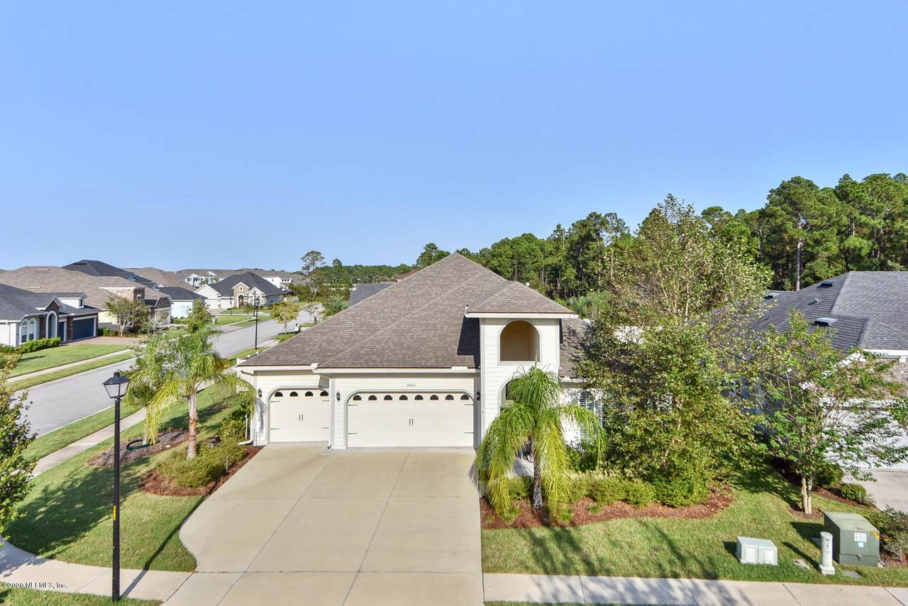 3685 Crossview Dr - Photo 1
