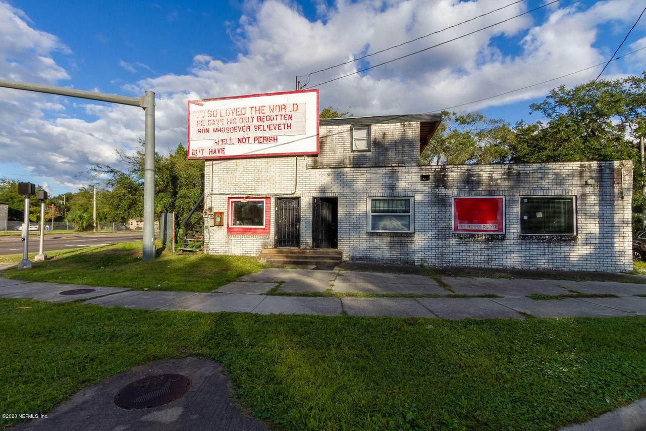 2905 Moncrief Rd - Photo 1