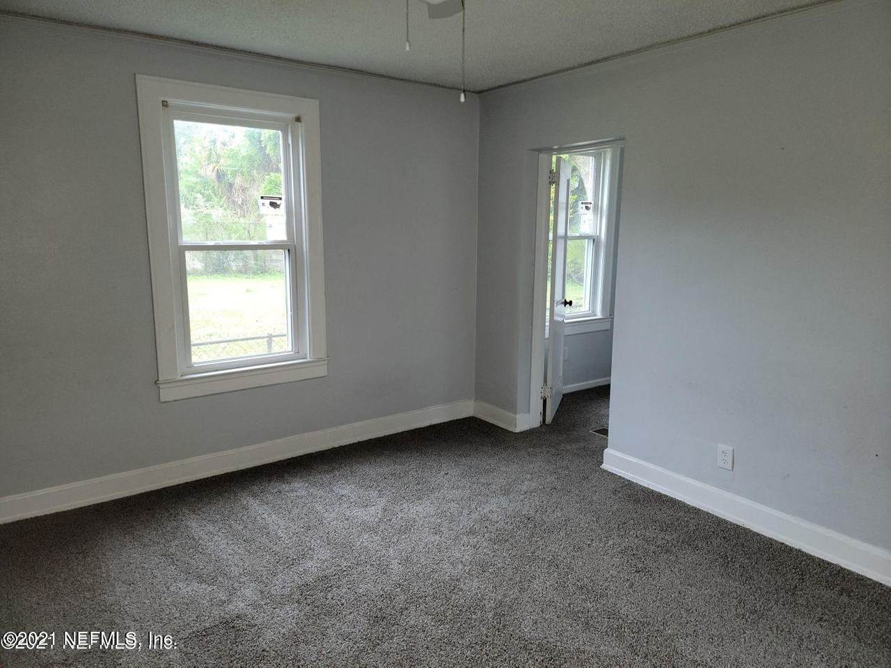 29 18TH St - Photo 1