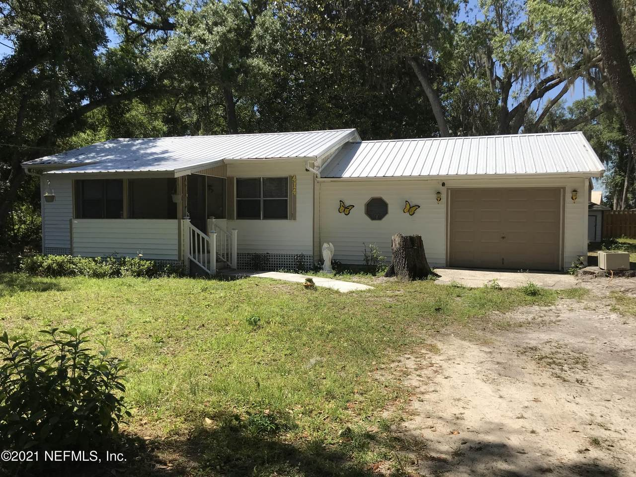 414 Holiday Dr - Photo 1