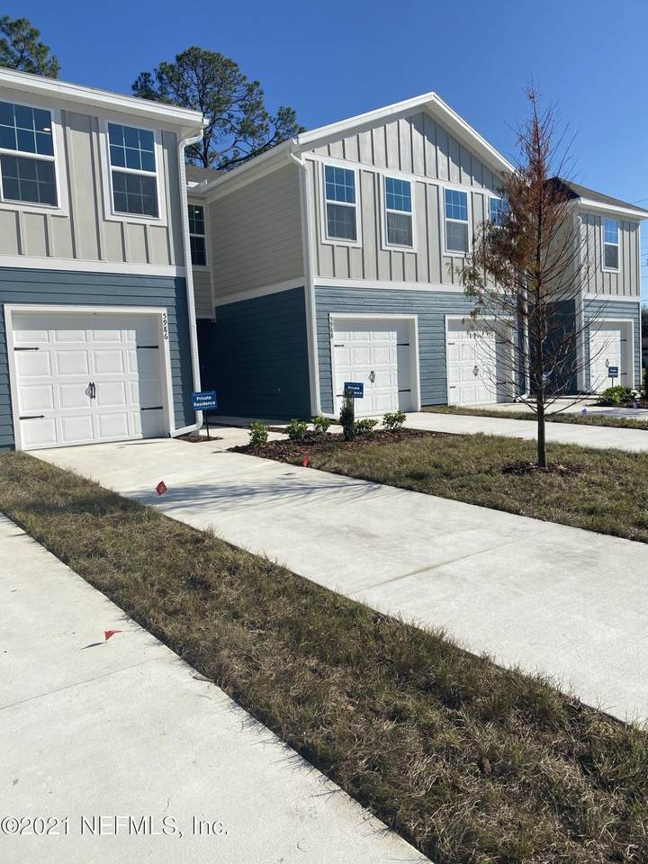 5905 Creekside Crossing Dr - Photo 1