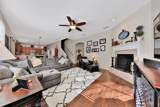 2209 Clovelly Ln - Photo 6