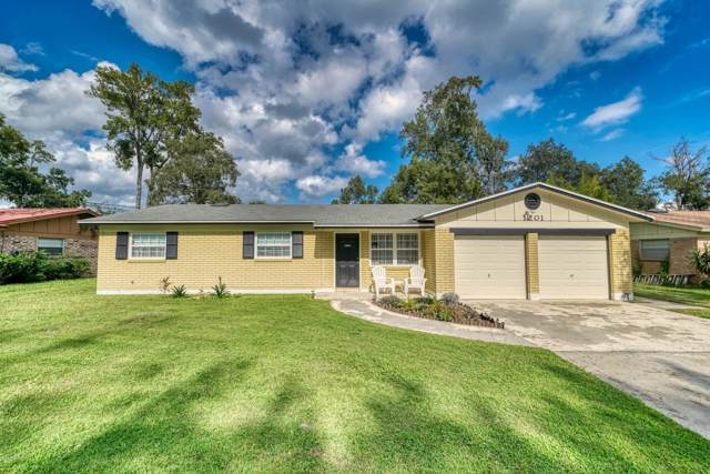 1201 Arbor Cir, Orange Park, FL 32073 (MLS #1022825) :: Berkshire Hathaway HomeServices Chaplin Williams Realty