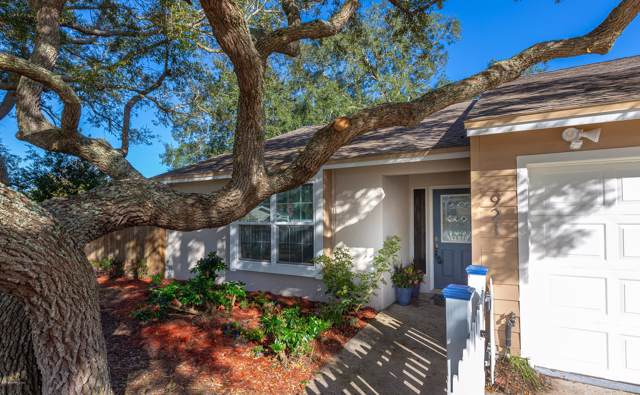 921 11TH St N, Jacksonville Beach, FL 32250 (MLS #1029645) :: The Every Corner Team