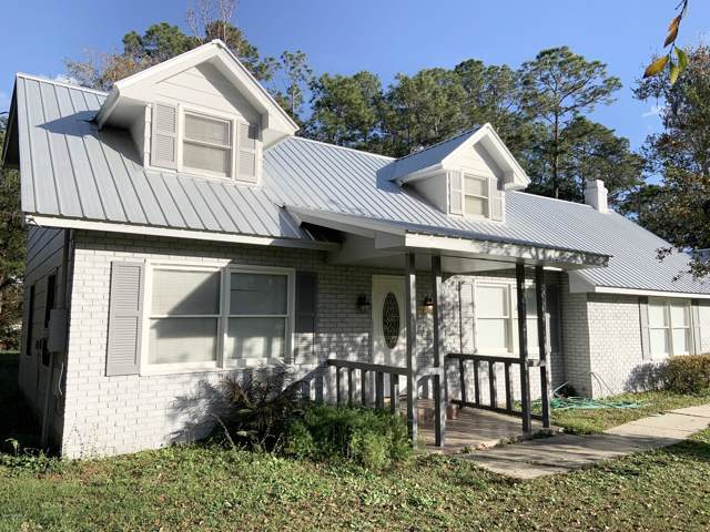 116 Round Lake Cir, Palatka, FL 32177 (MLS #1033648) :: The Hanley Home Team