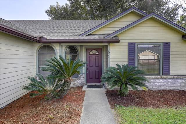 7077 Eagles Perch Dr, Jacksonville, FL 32244 (MLS #1034286) :: The DJ & Lindsey Team