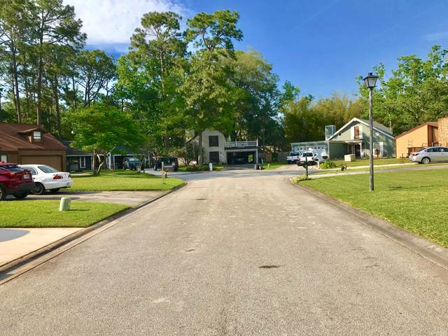 10172 Pine Breeze Rd W, Jacksonville, FL 32257 (MLS #1047390) :: The Hanley Home Team