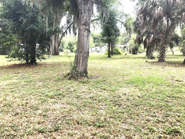 115 Lake Grove Dr, Crescent City, FL 32112 (MLS #1048625) :: EXIT Real Estate Gallery