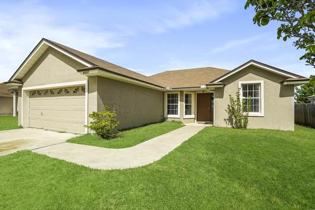 2037 Frogmore Dr, Middleburg, FL 32068 (MLS #1053633) :: Bridge City Real Estate Co.