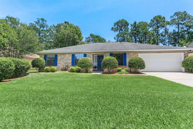 10449 Deerfoot Ln N, Jacksonville, FL 32257 (MLS #1054973) :: The Hanley Home Team
