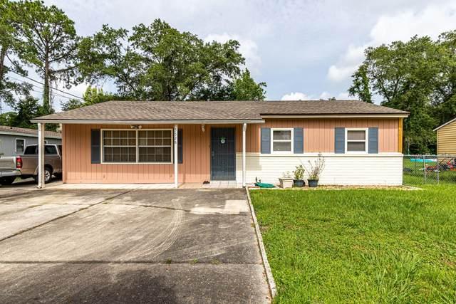 5528 Green Forest Dr, Jacksonville, FL 32244 (MLS #1060489) :: The DJ & Lindsey Team