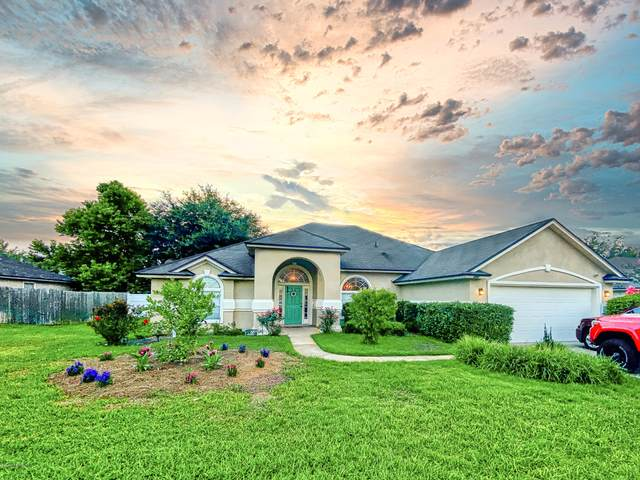 395 Martin Lakes Dr W, Jacksonville, FL 32220 (MLS #1061899) :: The Volen Group, Keller Williams Luxury International