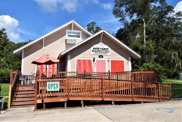 607 N Summit St, Crescent City, FL 32112 (MLS #1062650) :: The Volen Group, Keller Williams Luxury International