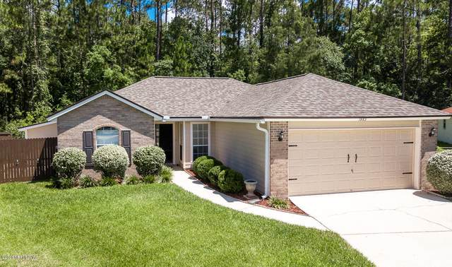 1883 Hunters Trace Cir, Middleburg, FL 32068 (MLS #1062836) :: EXIT Real Estate Gallery
