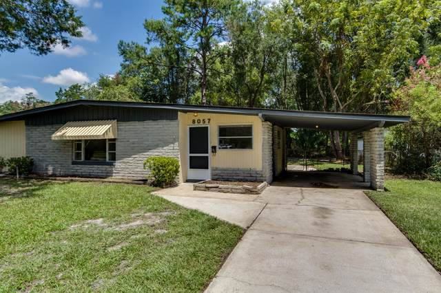 8057 Chateau Dr S, Jacksonville, FL 32221 (MLS #1066920) :: The Hanley Home Team