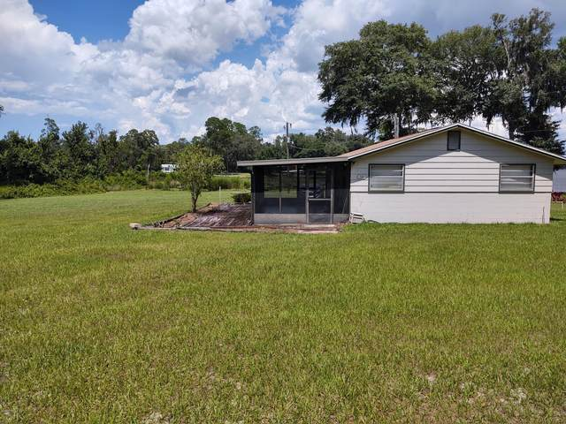 700 Lake Shore Ter, Interlachen, FL 32148 (MLS #1068399) :: The Hanley Home Team