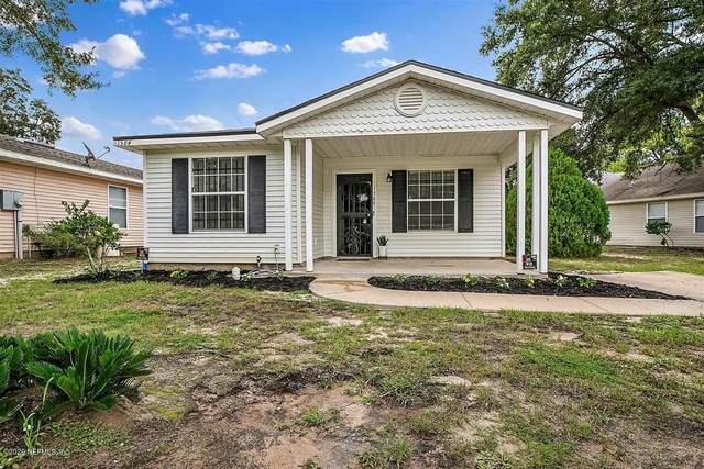 1584 Brook Forest Dr, Jacksonville, FL 32208 (MLS #1069130) :: Homes By Sam & Tanya