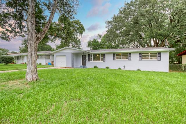 7537 Brockhurst Dr, Jacksonville, FL 32277 (MLS #1073982) :: The DJ & Lindsey Team