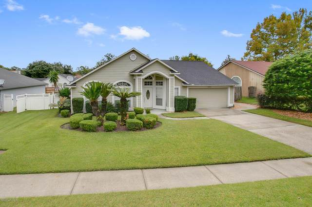 1531 Mountain Lake Dr W, Jacksonville, FL 32221 (MLS #1075858) :: Homes By Sam & Tanya
