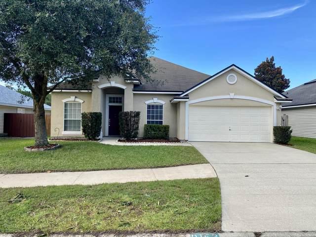 9153 Prosperity Lake Dr, Jacksonville, FL 32244 (MLS #1077297) :: Menton & Ballou Group Engel & Völkers