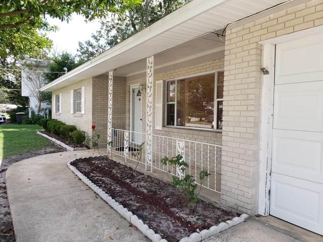 5802 Jaguar Dr W, Jacksonville, FL 32244 (MLS #1078646) :: Oceanic Properties