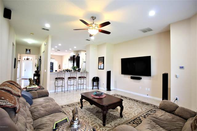 6424 Huntscott Pl, Jacksonville, FL 32258 (MLS #1079738) :: The DJ & Lindsey Team