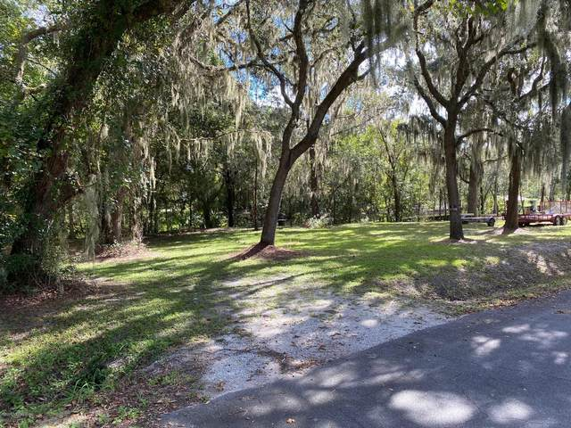 114 River Rd Dr, Palatka, FL 32177 (MLS #1080397) :: The Coastal Home Group