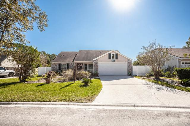8155 Loch Lomond Ln, Jacksonville, FL 32244 (MLS #1081222) :: Homes By Sam & Tanya