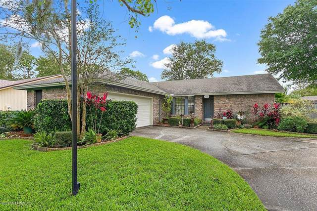 10241 Walnut Bend Dr N, Jacksonville, FL 32257 (MLS #1082663) :: The Volen Group, Keller Williams Luxury International