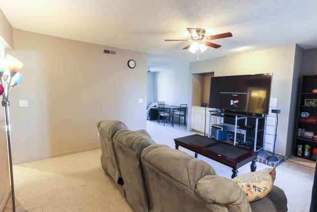 10200 Belle Rive Blvd #103, Jacksonville, FL 32256 (MLS #1083170) :: The Volen Group, Keller Williams Luxury International
