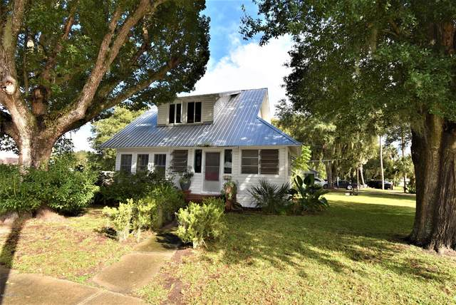 402 N Summit St, Crescent City, FL 32112 (MLS #1083834) :: The Newcomer Group