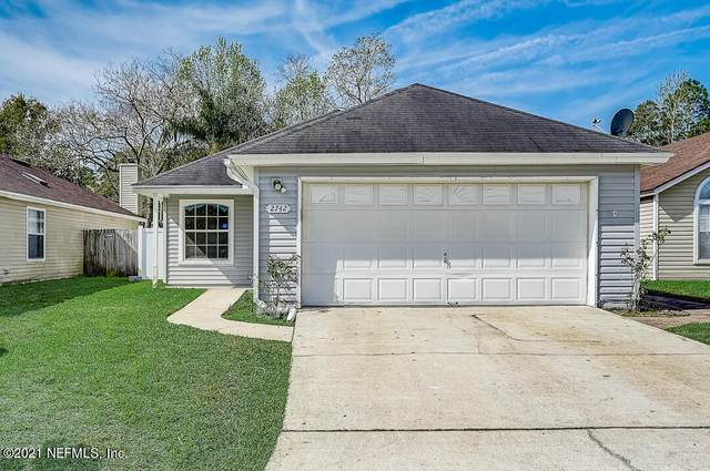 2742 Lantana Lakes Dr W, Jacksonville, FL 32246 (MLS #1099753) :: The Newcomer Group