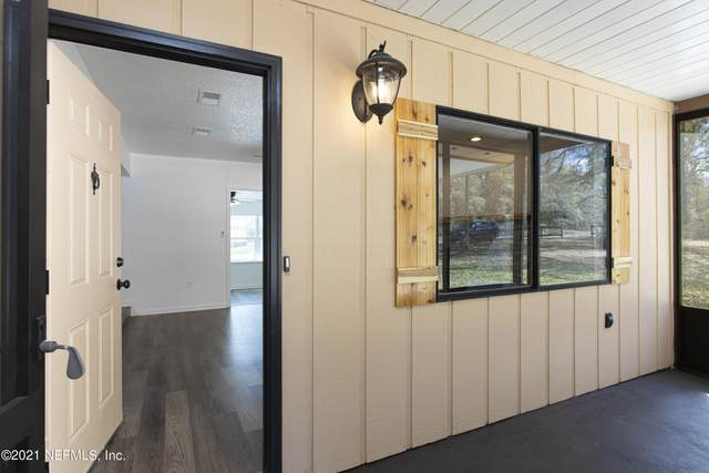 212 Dogwood Dr, Interlachen, FL 32148 (MLS #1099848) :: The Coastal Home Group