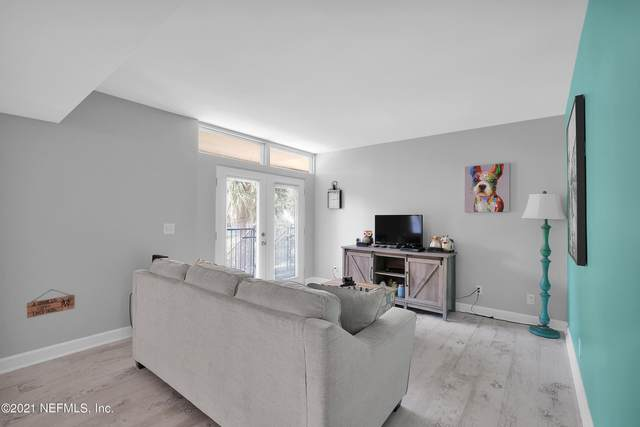 2043 Dunsford Ter #16, Jacksonville, FL 32207 (MLS #1103427) :: The Newcomer Group