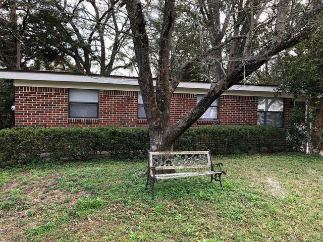 7418 Impala Ln, Jacksonville, FL 32244 (MLS #1103846) :: The Collective at Momentum Realty