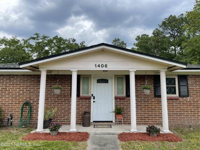 1406 Sharonwood Ln, Jacksonville, FL 32221 (MLS #1104092) :: The DJ & Lindsey Team