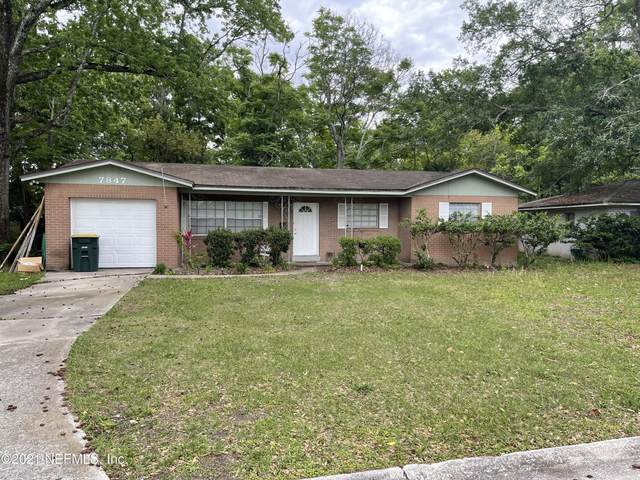 7847 Lisa Dr E, Jacksonville, FL 32217 (MLS #1105413) :: The Hanley Home Team