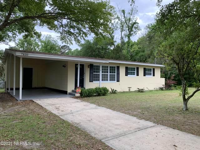 7850 Delaroche Dr, Jacksonville, FL 32210 (MLS #1105861) :: The Hanley Home Team