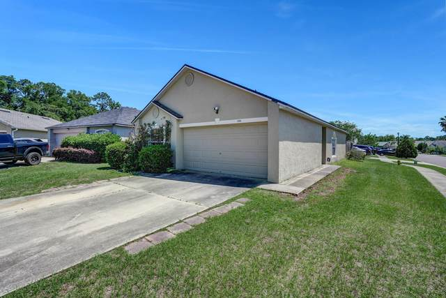 5596 Oak Crossing Ct, Jacksonville, FL 32244 (MLS #1107964) :: The Hanley Home Team