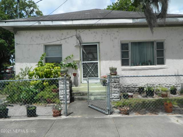 118 8TH St, Palatka, FL 32177 (MLS #1110956) :: The Huffaker Group