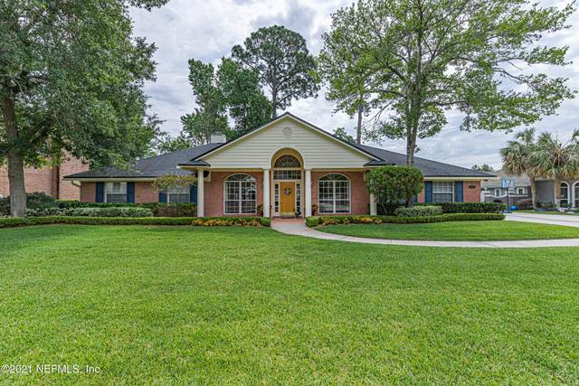 12207 Cattail Dr W, Jacksonville, FL 32223 (MLS #1111829) :: The Hanley Home Team