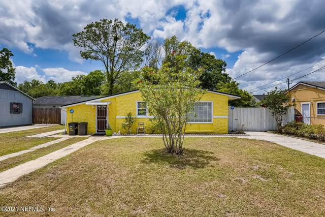 5426 Green Forest Dr, Jacksonville, FL 32244 (MLS #1116294) :: The Collective at Momentum Realty