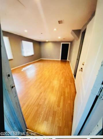 13814 Woodland Dr, Jacksonville, FL 32218 (MLS #1119478) :: Bridge City Real Estate Co.