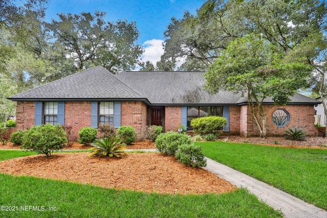 12224 Dividing Oaks Trl W, Jacksonville, FL 32223 (MLS #1120708) :: The Huffaker Group