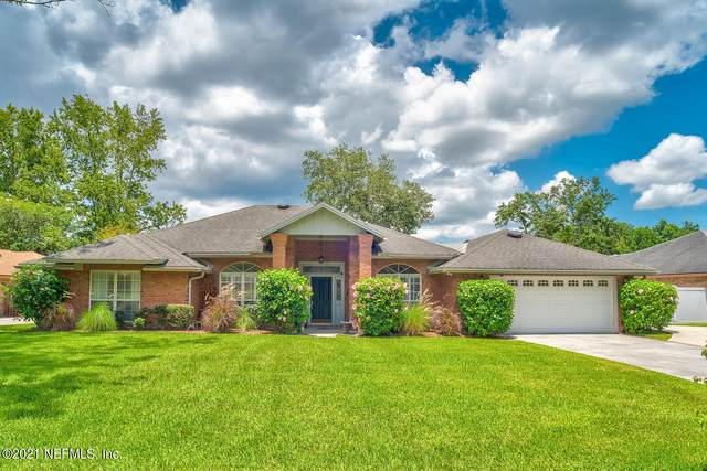 2261 Staggerbush Dr, Jacksonville, FL 32223 (MLS #1121037) :: The Impact Group with Momentum Realty