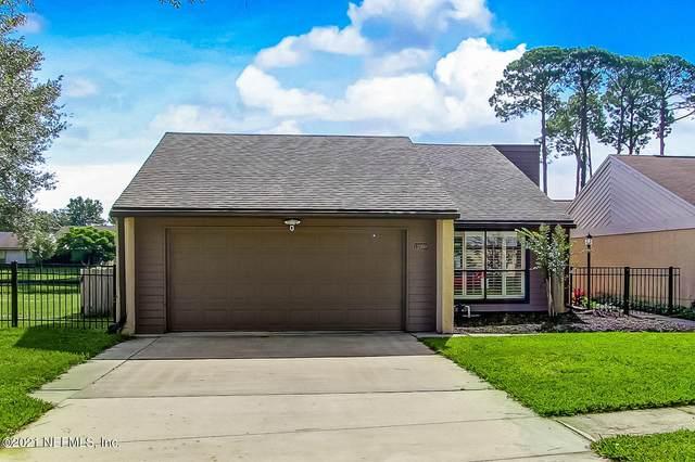11109 Stowe Cottage Ln, Jacksonville, FL 32223 (MLS #1128199) :: The Every Corner Team