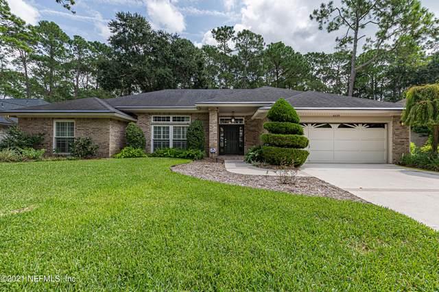 8629 Southern Glen Dr, Jacksonville, FL 32256 (MLS #1131396) :: CrossView Realty