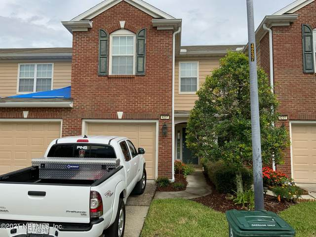 4237 Crownwood Dr, Jacksonville, FL 32216 (MLS #1132154) :: The Hanley Home Team