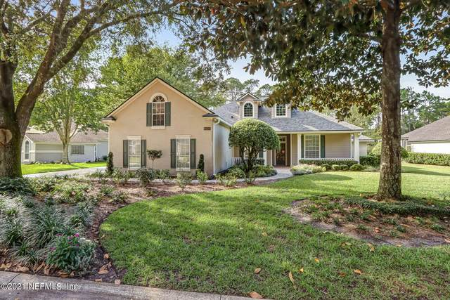 8698 Autumn Green Dr, Jacksonville, FL 32256 (MLS #1136681) :: The Volen Group, Keller Williams Luxury International